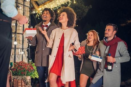 Best Housewarming Gifts: Celebrating Auspicious Beginnings