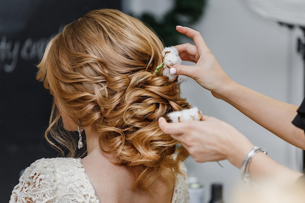 Hair Accessories For Women: Giving A Glamorous Touch To Tresses
