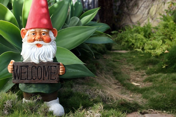 Decorative Lawn Sculptures: Making The Greens Colourful