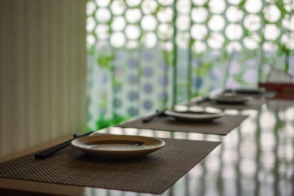 Get These Washable Plastic Table Mats For Care-Free Dining