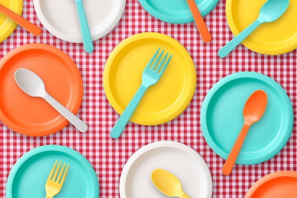 Microwave Safe Plastic Plates: Serve Piping Hot Food