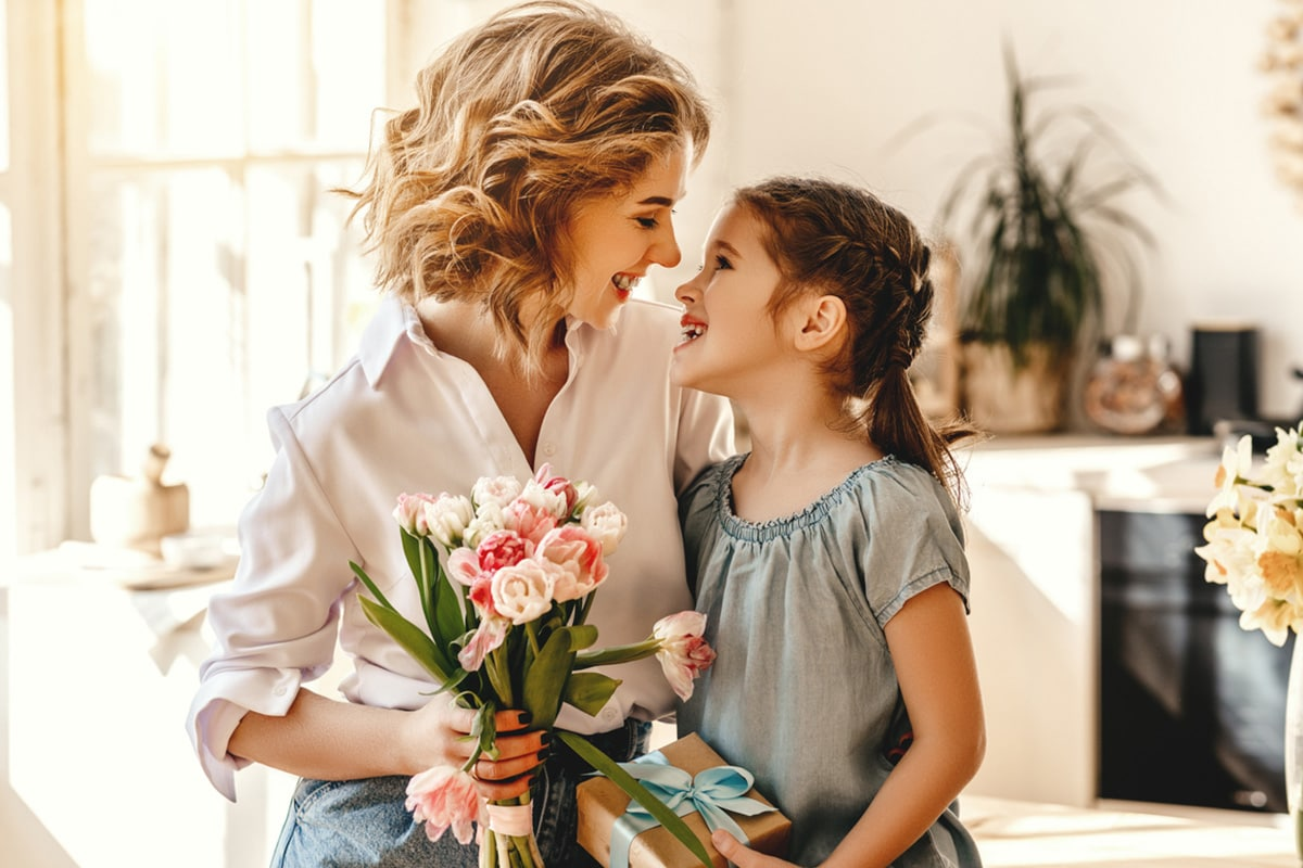 Meaningful Gift Ideas For Mom   HotDeals360