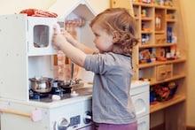 Kitchen Sets For Little Girls: The Perfect Pretend-To-Play Essentials
