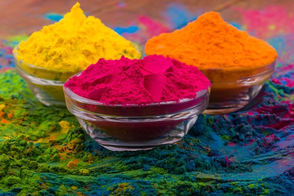 Buy Organic And Skin-Friendly Holi Colours From These Social Startups