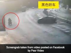 चलती गाड़ी में अचानक सो गया ड्राइवर, सामने आई स्कूटर तो देखें क्या हुआ