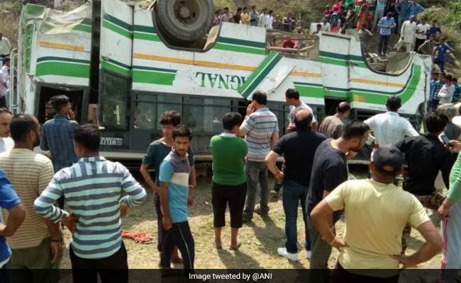 हिमाचल प्रदेश के सिरमौर जिले में बस गहरी खाई में गिरी, 7 यात्रियों की मौत