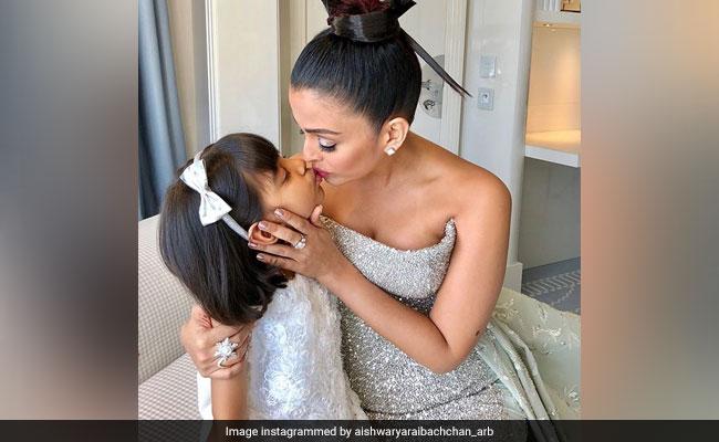 बेटी संग इस अंदाज में दिखीं ऐश्वर्या राय, Cannes के रेड कारपेट पर जीता दिल