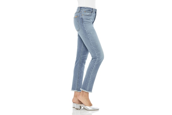 The 5 Types of Denim to Add to Your Closet - Light Washes, Dark Washes & More