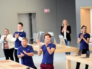 Apple Reportedly Rejects Hiring Former Engineer; Sparks Age Discrimination Debate
