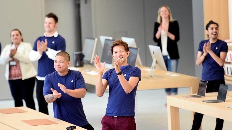 Apple Reportedly Rejects Hiring Former Engineer; Sparks Age Discrimination Debate