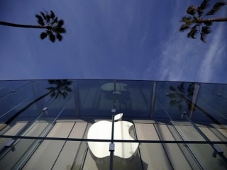 Apple Said to Develop Car Operating System in BlackBerry Country