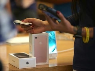 iPhone 7 Plus Demand May Hit Apple's Profits This Holiday Season