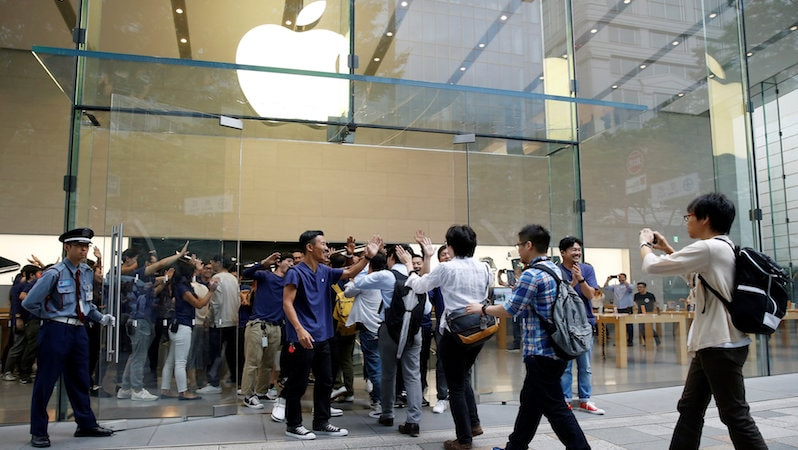 The Apple Store Line Is Dying as iPhone Fans Order More Online