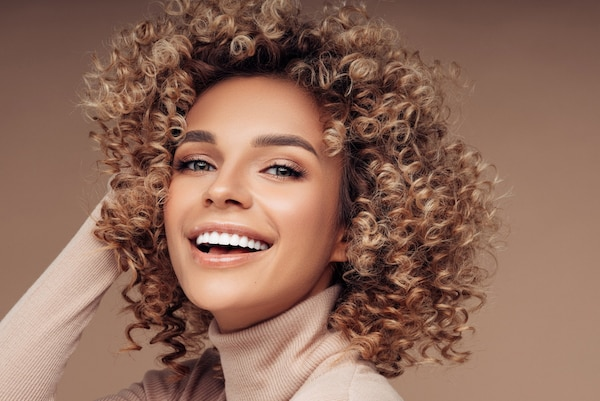 Styling Gels For Curly Hair: Enjoy Perfect And Manageable Ringlets