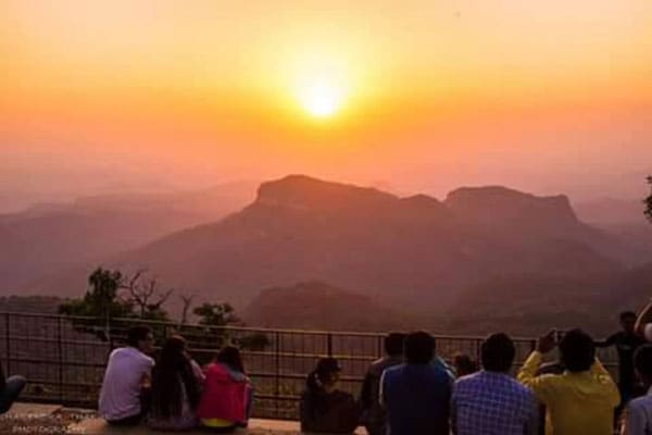 Best Time to Visit Pachmarhi Dhoopgarh 600 1554448131260