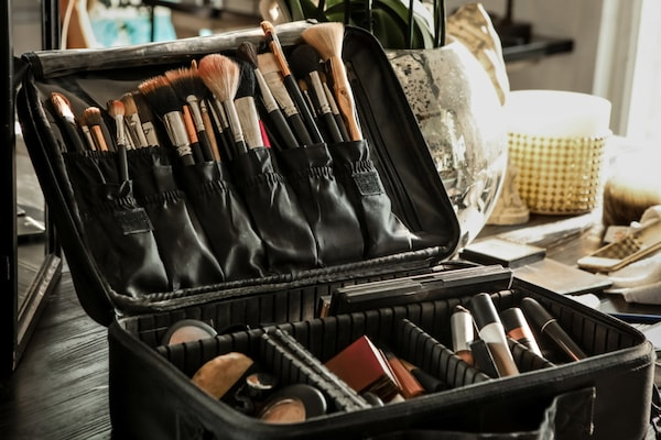 Best Travel Makeup Organisers: No More Digging For Beauty Essentials