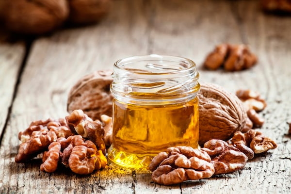 Best Walnut Oils For Skin: Delay Ageing Signs and Boost Youthful Appearance