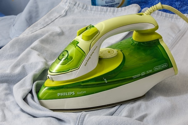 De-Crease Your Ironing Stress With These Best Clothes Irons!