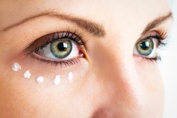 Best Under Eye Cream: Power Smoothie For Your Eyes!