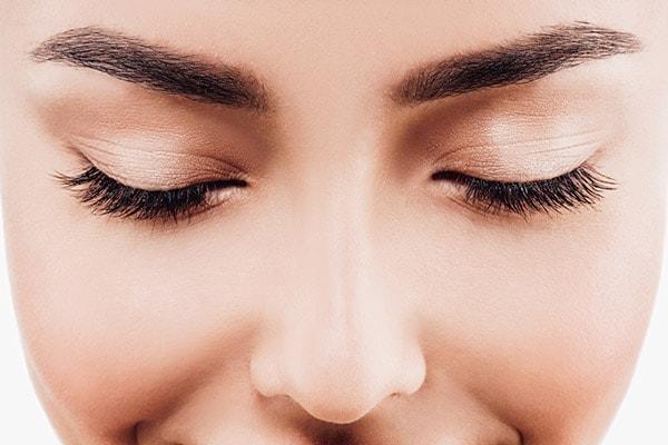 Super-cheap Homemade Eyebrow Serum Hack
