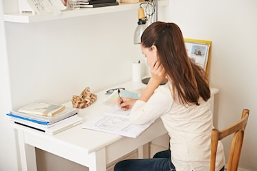 Smart Budget-friendly Ideas to Decorate Your Study Table