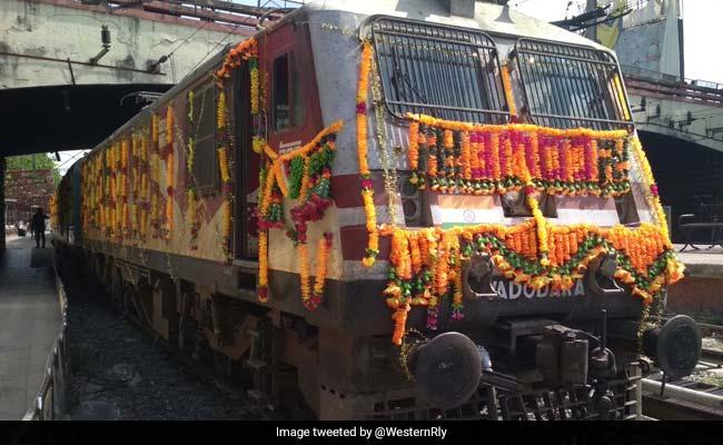 Indore-Puri Humsafar Express Flagged Off By Lok Sabha Speaker Sumitra Mahajan
