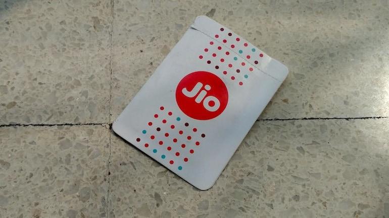 जियो टीवी के लिए रिलायंस जियो दे रही है मुफ्त 10 जीबी डेटा