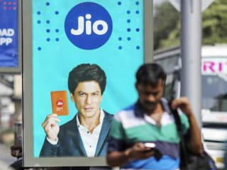 Jio Claims Airtel Violated License Norms With Apple Watch Series 3 Cellular, Airtel Calls It 'Frivolous' Complaint