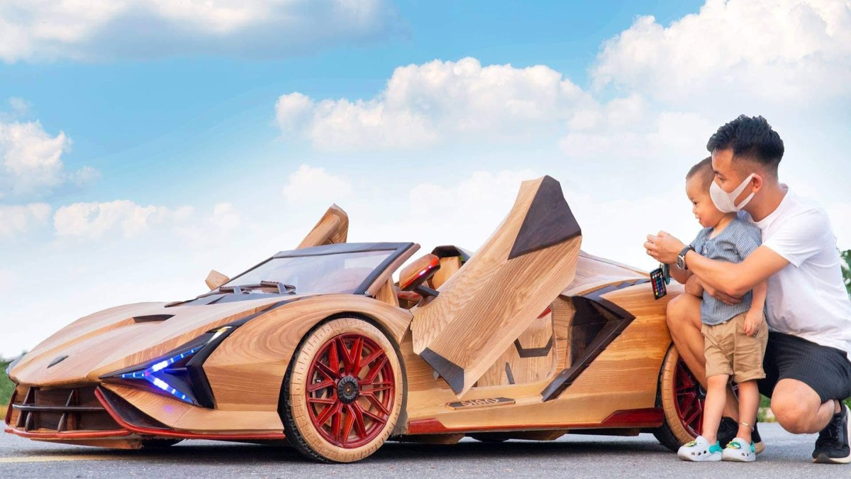 Father Builds Wooden Electric Lamborghini for His Son. Internet Loves It