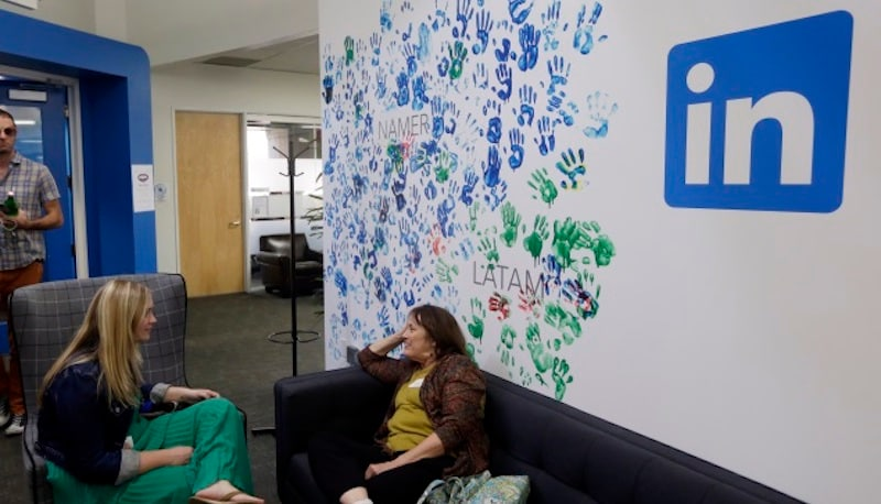 LinkedIn Wants to Help You Look for a Job Behind Your Boss's Back