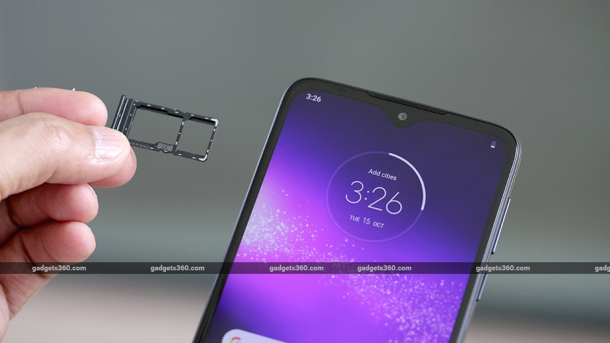 Motorola One Macro hybrid SIM slot Motorola One Macro Review