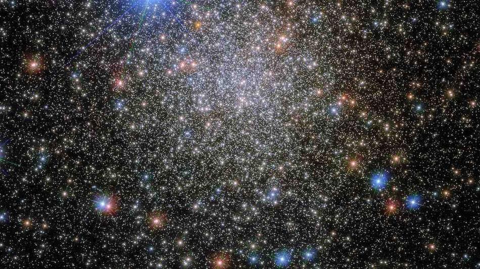 'Starstruck': NASA Shares Image of 'Rediscovered' Globular Star Cluster 35,000 Light Years Away From Earth
