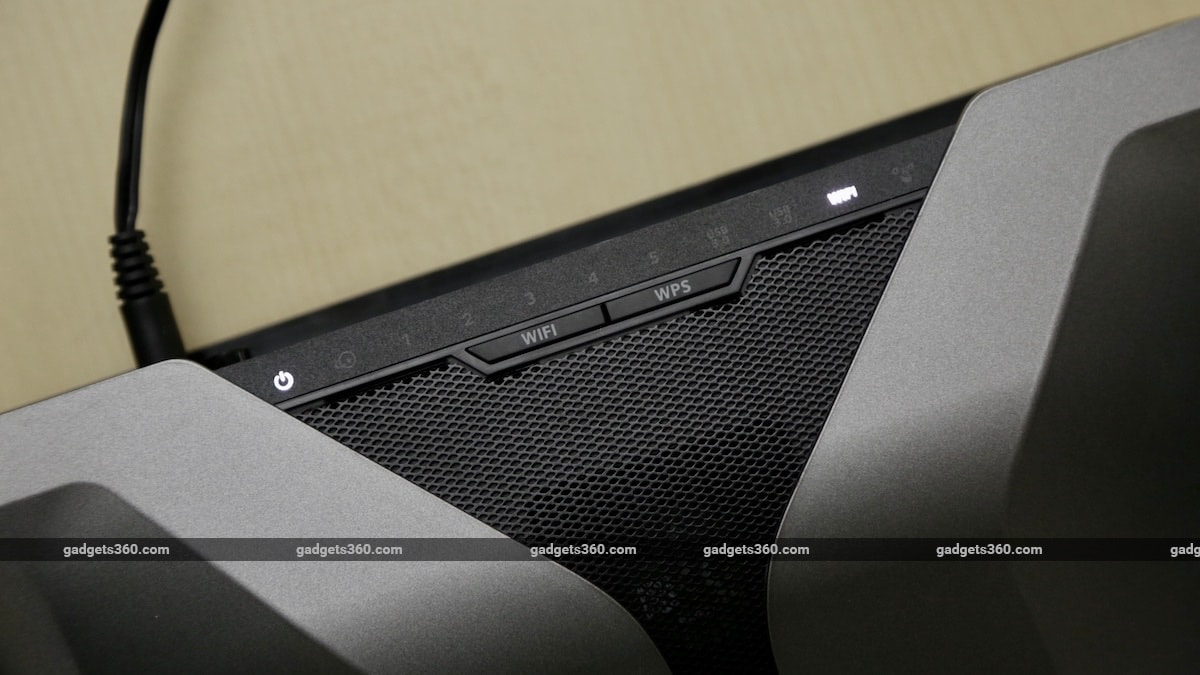 Netgear Nighthawk AX8 AX6000 review lights Netgear Nighthawk AX8 AX6000 review