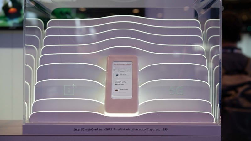MWC 2019: OnePlus 5G Phone Prototype With Snapdragon 855 Showcased, but There Isn't Much to See