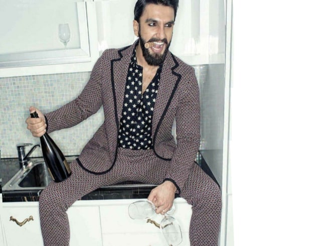 Ranveer Singh Looking Killer in the Printed Suit 1559285191019