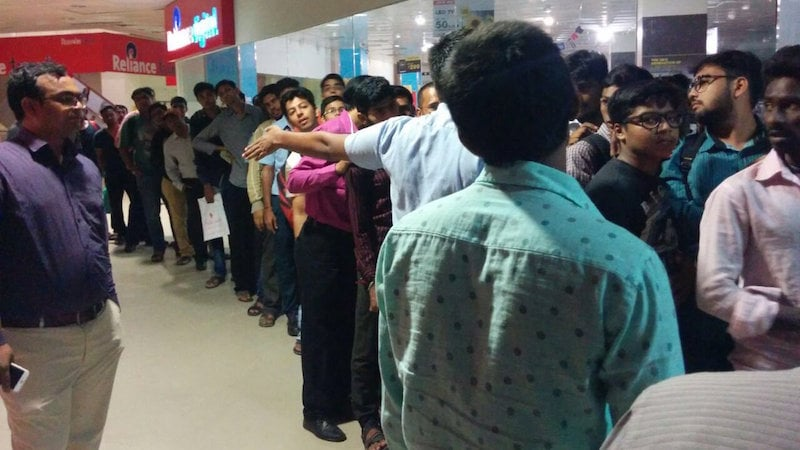 Reliance Jio SIM Sees 'iPhone-Like' Queues Across the Country