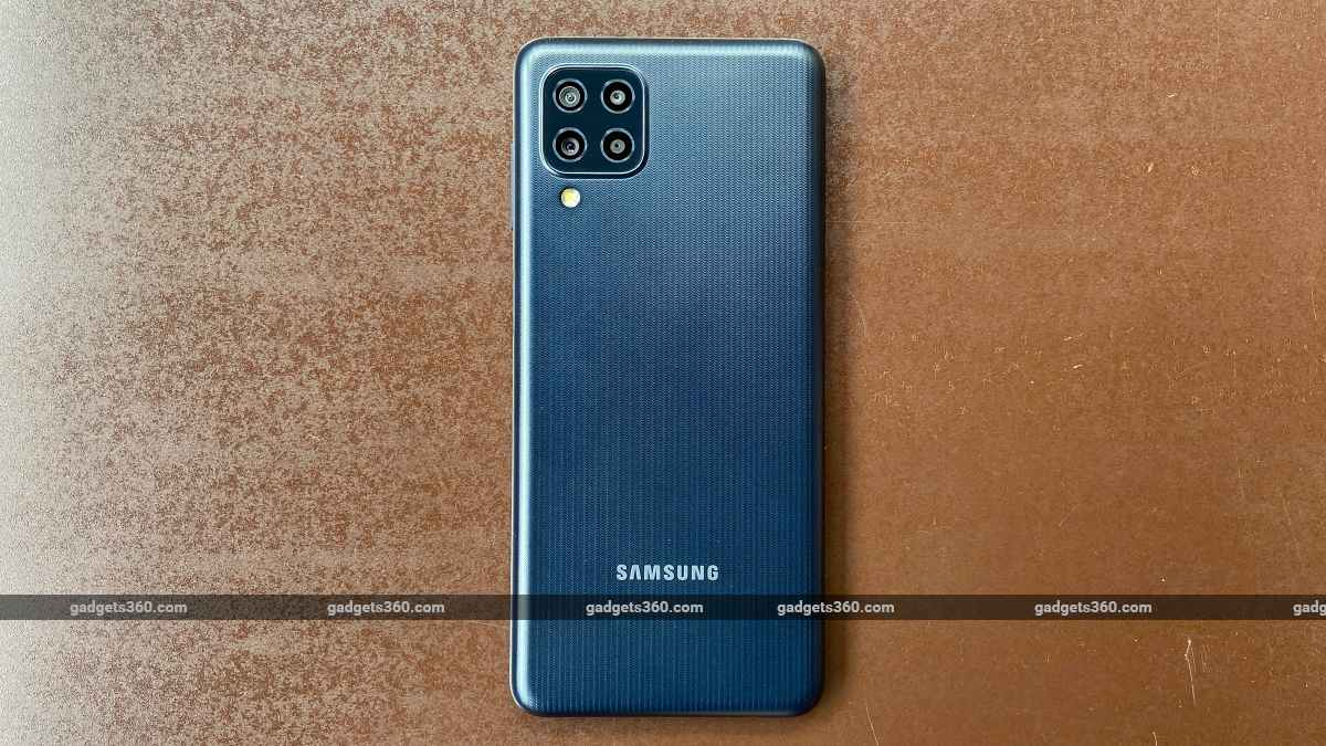Samsung LG F22 back ndtv SamsungGalaxyF22