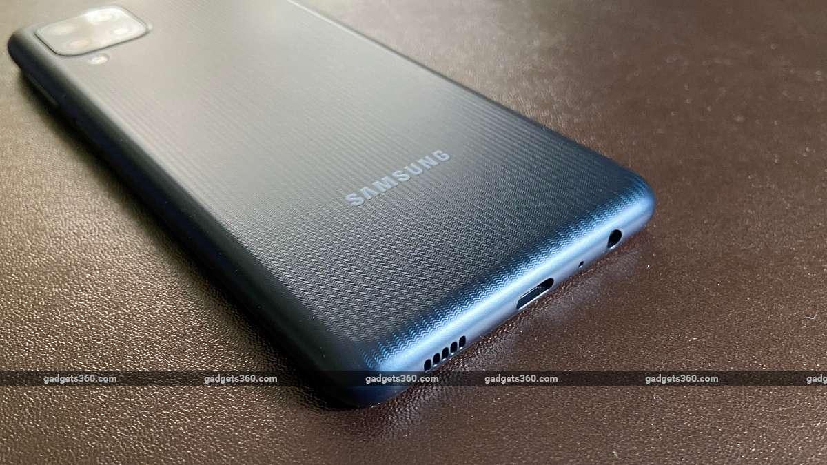 Samsung LG F22 back harbors ndtv SamsungGalaxyF22