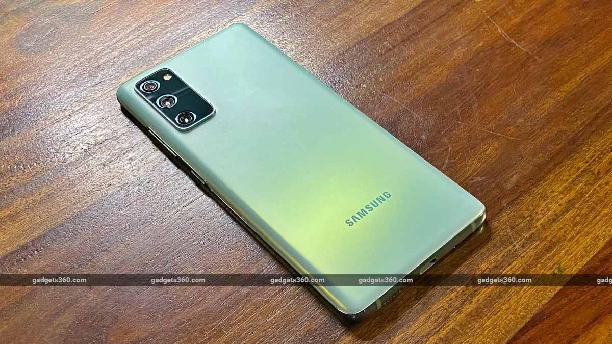 Samsung Galaxy S20FE 5G back side ndtv SamsungGalaxyS20FE5G  Samsung
