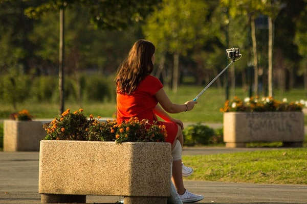 Best Bluetooth Selfie Sticks : How To Choose One And The Best Deals!