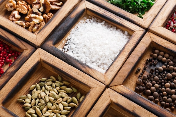 Stylish Spice Box and Jars For Your Kitchen