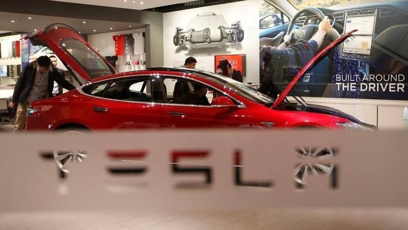 Germany Conducting Inquiry Into Tesla Autopilot System