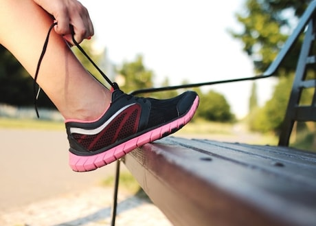 Top 5 Best Running Shoes for Sports Freaks for Jogging, Running, Gym Trainers