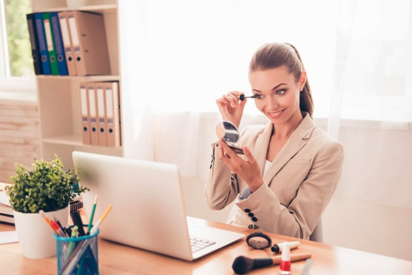 Top Office Make-up Products For Indian Skin, Look Flawless At Workplace