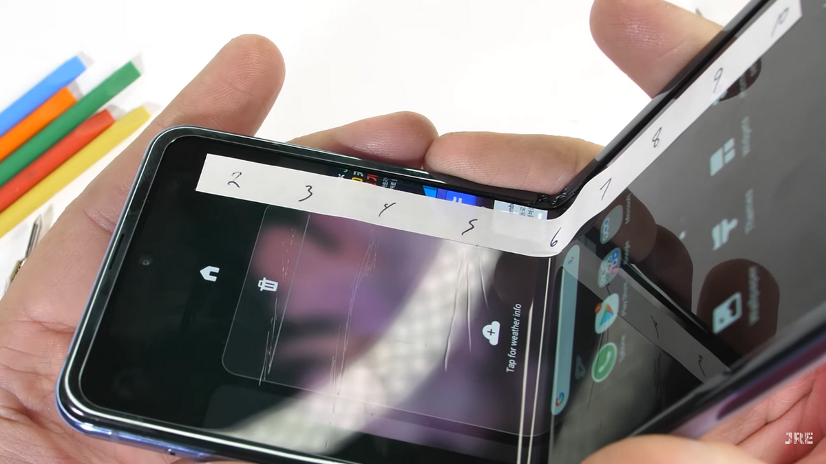 Samsung's Galaxy Z Flip Fails at JerryRigEverything's Durability Test, Scratches Just as Easily as Plastic