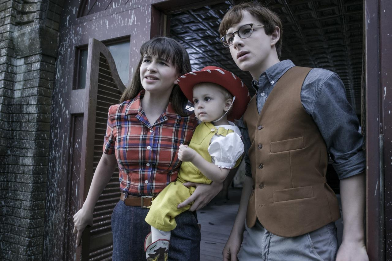 A Series of Unfortunate Events Is the Same in Season 2, Which Is Both Good and Bad