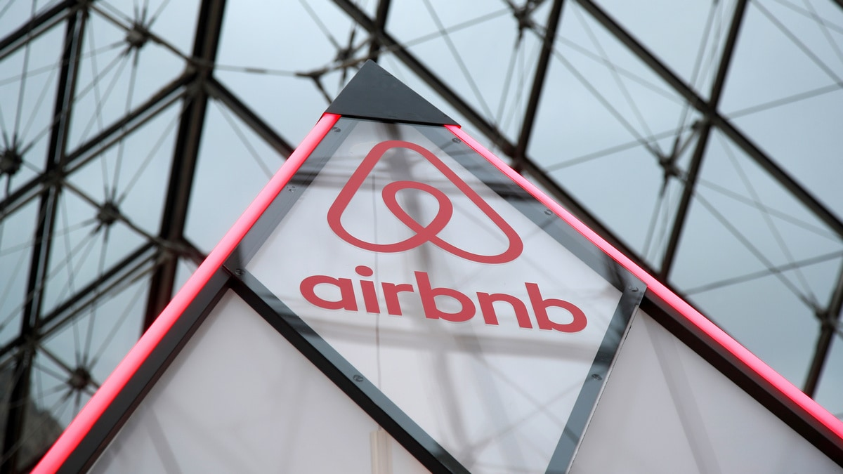 Airbnb plans to list shares next year