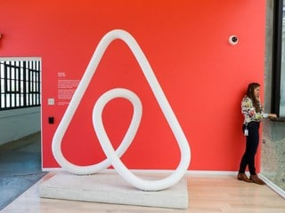 Airbnb Rules Out 2018 Share Offering, Shakes Up Ranks