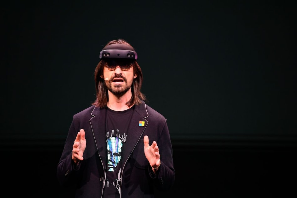 Microsoft Mesh Mixed Reality Platform Launched That Allows Users to Appear as Holograms in Virtual Meetings