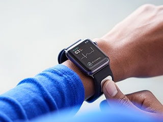 Apple Watch Gets First EKG Reader in AliveCor KardiaBand